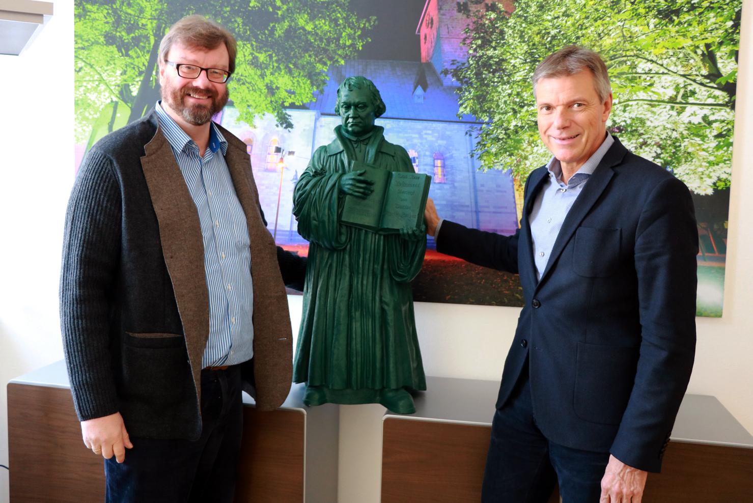 Luther-Figur im Büro des Bürgermeisters